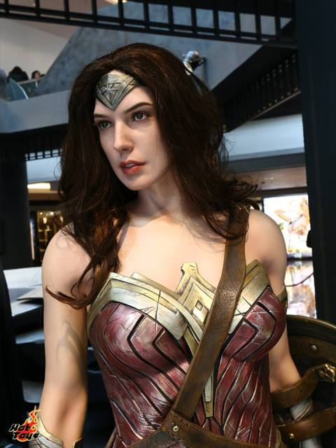 Wonder Woman 1:1 Hot Toys